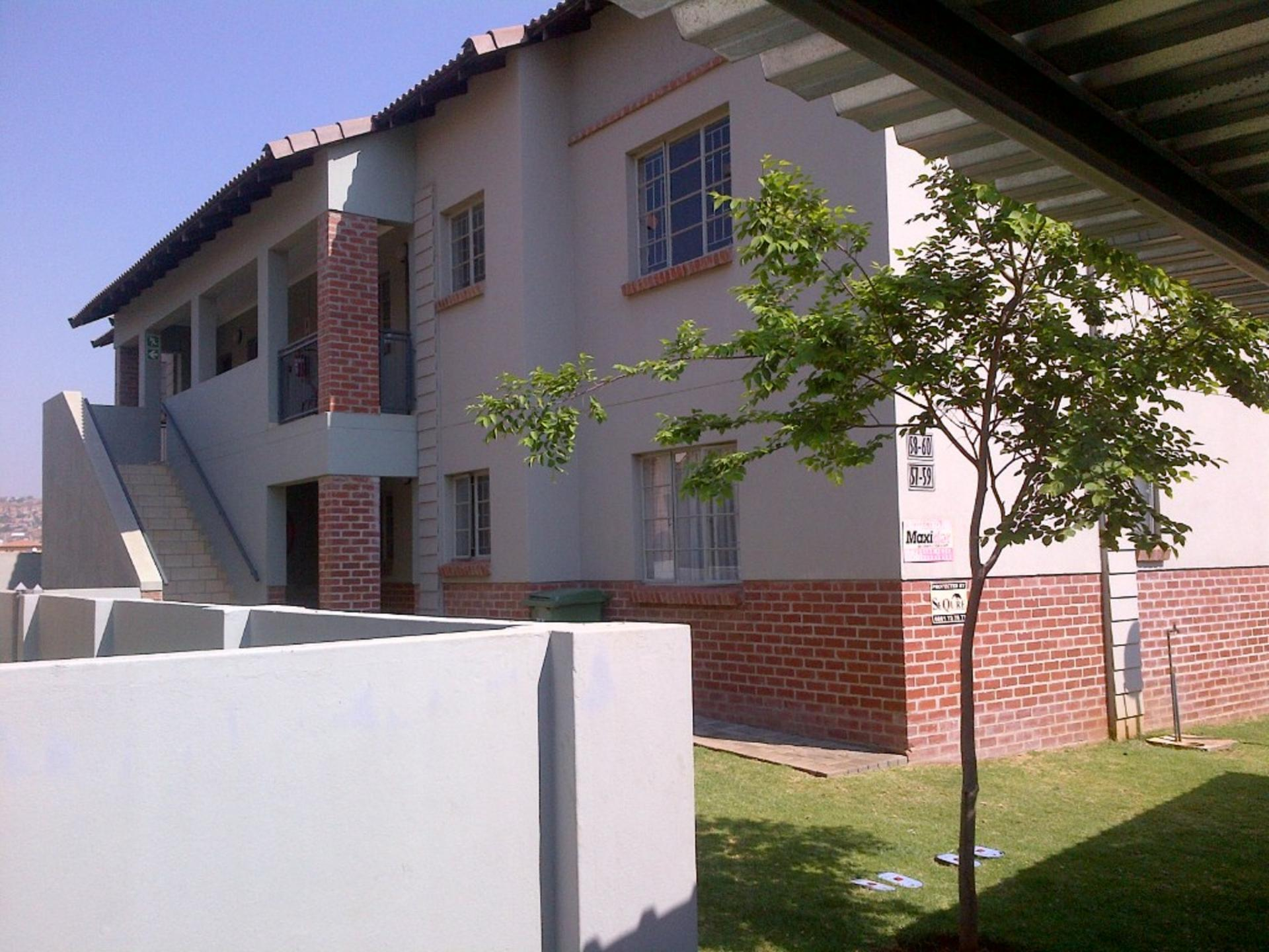 Front View of property in Waterval East
