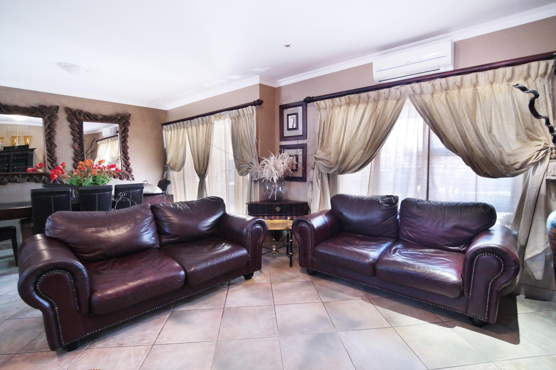 Lounges - 22 square meters of property in The Wilds Estate