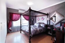 Main Bedroom - 18 square meters of property in The Wilds Estate