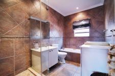 Bathroom 1 - 2 square meters of property in The Wilds Estate