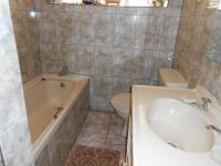 Main Bathroom - 6 square meters of property in Witfield