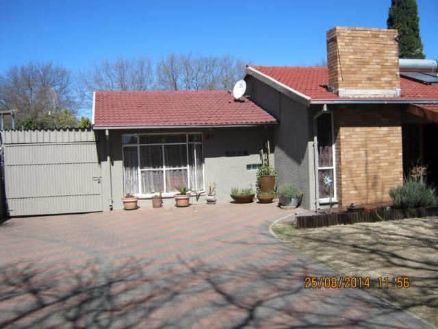 4 Bedroom House For Sale in Sasolburg - Private Sale - MR117162