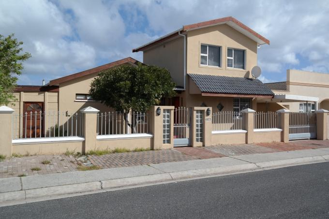 4 Bedroom House For Sale in Strandfontein - Private Sale - MR117171