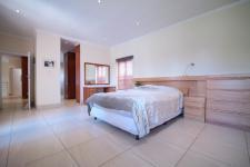 Main Bedroom - 35 square meters of property in Six Fountains Estate