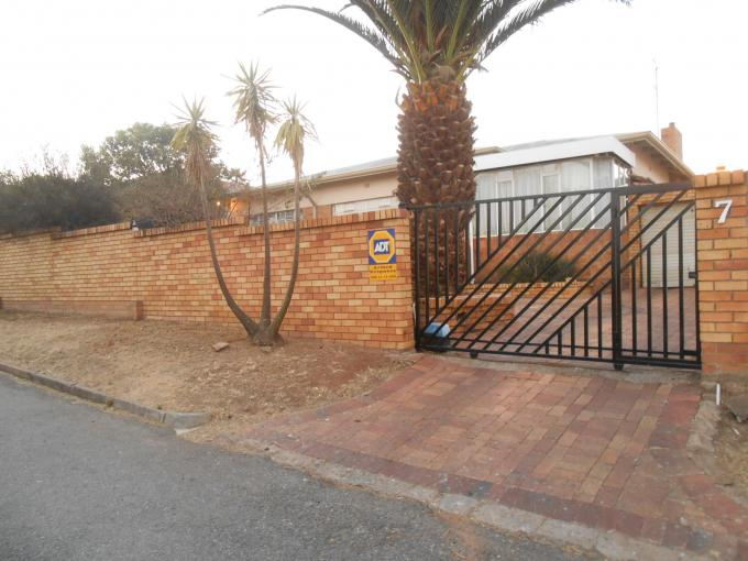 Standard Bank EasySell 3 Bedroom House For Sale in Oakdene - MR117192
