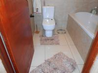 Main Bathroom - 3 square meters of property in Karenpark