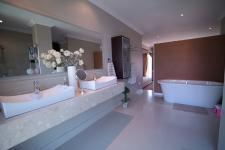 Main Bathroom - 32 square meters of property in The Wilds Estate
