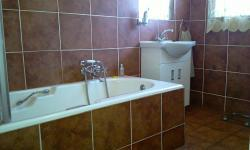 Main Bathroom - 6 square meters of property in Jan Niemand Park