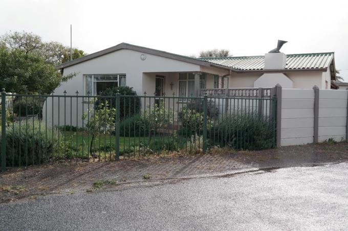 Standard Bank EasySell 4 Bedroom House For Sale in Worcester - MR117351