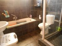 Main Bathroom - 6 square meters of property in Johannesburg North