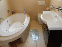 Bathroom 1 - 5 square meters of property in Theresapark