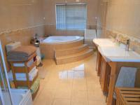 Main Bathroom - 14 square meters of property in Christoburg