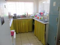 Kitchen of property in Machadodorp