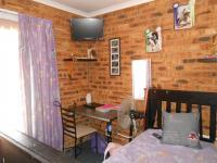 Bed Room 1 - 12 square meters of property in Noordheuwel