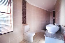 Bathroom 3+ - 5 square meters of property in Woodhill Golf Estate