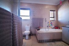 Main Bathroom - 10 square meters of property in Woodhill Golf Estate