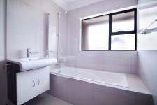 Bathroom 3+ - 14 square meters of property in The Wilds Estate