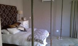 Main Bedroom - 26 square meters of property in Buffelspoort