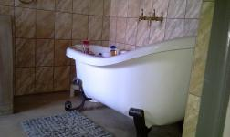 Main Bathroom - 8 square meters of property in Buffelspoort