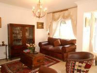 Informal Lounge of property in Atholl Gardens