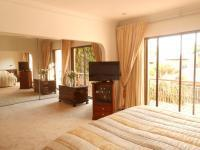 Main Bedroom - 37 square meters of property in Atholl Gardens