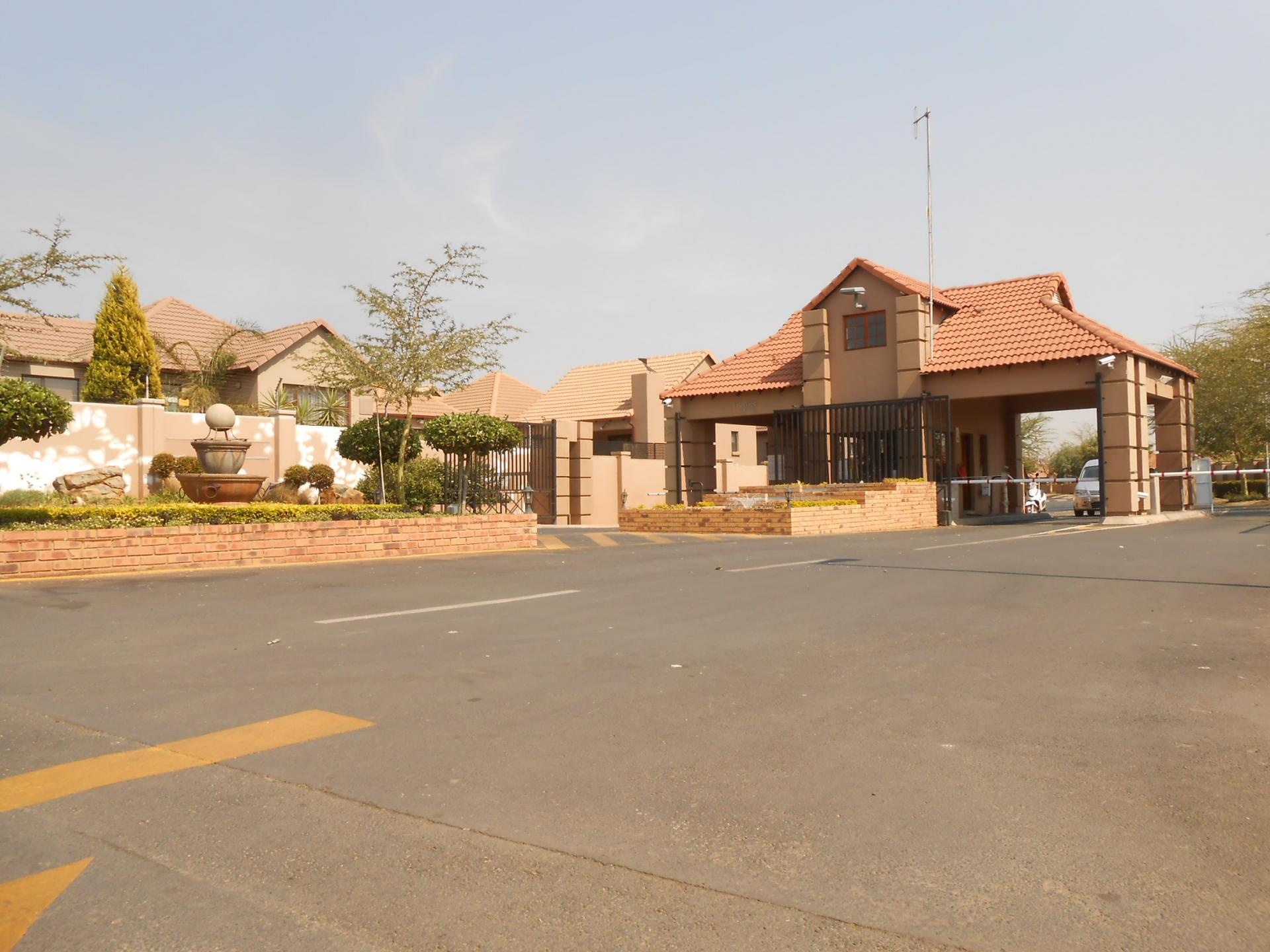 Front View of property in Greenstone Hill