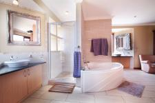 Main Bathroom - 22 square meters of property in Willow Acres Estate