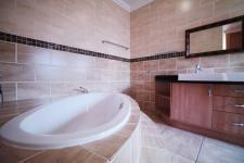 Main Bathroom - 14 square meters of property in Silverwoods Country Estate