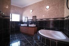 Bathroom 2 - 15 square meters of property in Silverwoods Country Estate