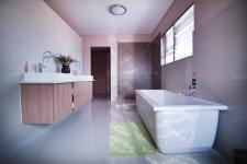 Main Bathroom - 15 square meters of property in Silverwoods Country Estate