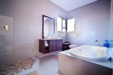 Bathroom 3+ - 17 square meters of property in Silverwoods Country Estate