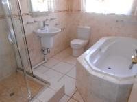 Bathroom 2 - 7 square meters of property in The Orchards