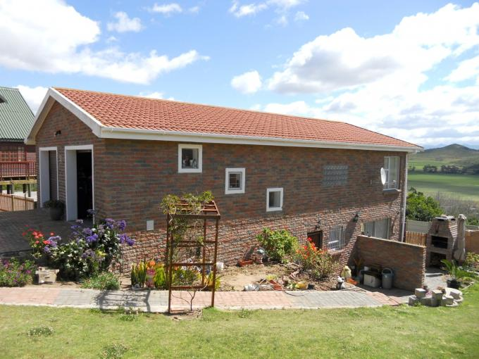 2 Bedroom House for Sale For Sale in Mossel Bay - Private Sale - MR117651