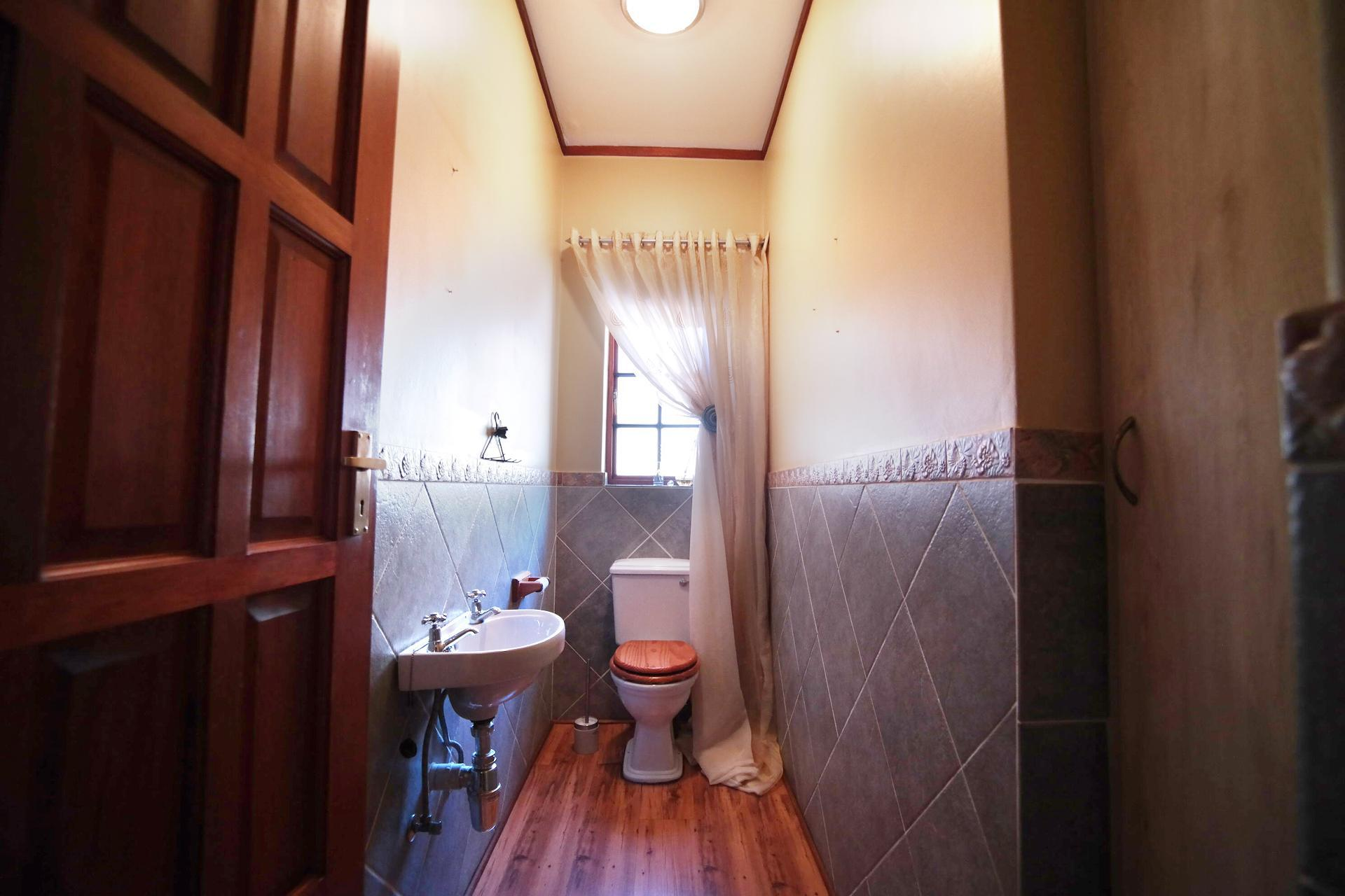 Bathroom 3+ - 20 square meters of property in Woodhill Golf Estate