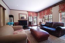 Informal Lounge - 43 square meters of property in Woodhill Golf Estate