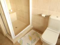 Main Bathroom - 7 square meters of property in Roodepoort North