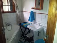 Main Bathroom of property in Graskop