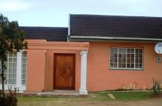 3 Bedroom 2 Bathroom in Uitenhage