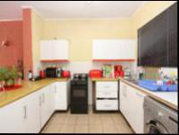 Kitchen - 9 square meters of property in Windsor Glen