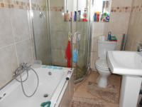 Main Bathroom - 6 square meters of property in Roseacre