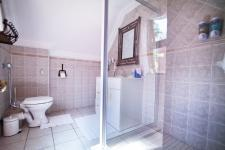 Bathroom 2 - 6 square meters of property in Woodhill Golf Estate