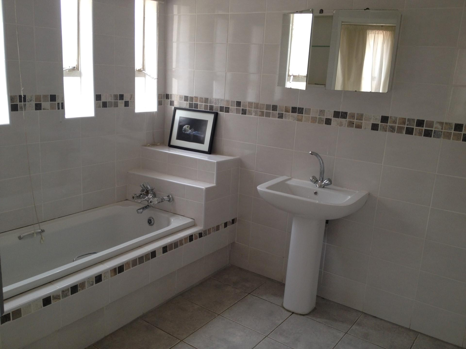 Bathroom 1 - 17 square meters of property in Waterkloof Ridge