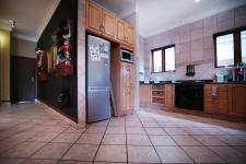 Kitchen - 26 square meters of property in Woodhill Golf Estate