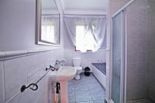 Bathroom 3+ - 10 square meters of property in Woodhill Golf Estate