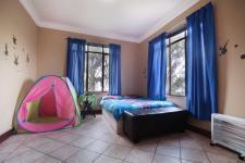 Bed Room 1 - 18 square meters of property in Woodhill Golf Estate