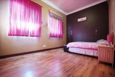 Bed Room 2 - 31 square meters of property in Woodhill Golf Estate