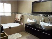 Main Bathroom of property in Machadodorp