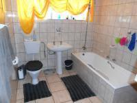 Main Bathroom - 9 square meters of property in Bela-Bela (Warmbad)