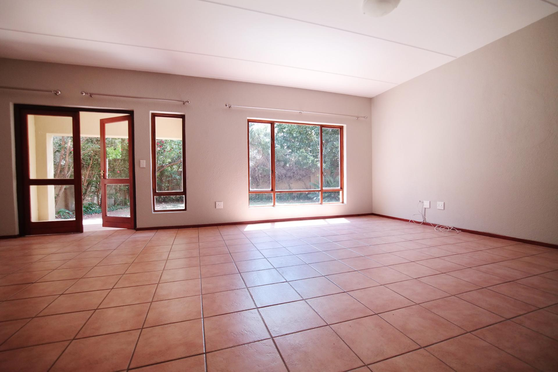 Lounges - 36 square meters of property in Woodhill Golf Estate