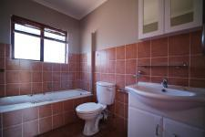 Main Bathroom - 5 square meters of property in Woodhill Golf Estate